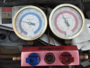 エアコンゲージ圧力