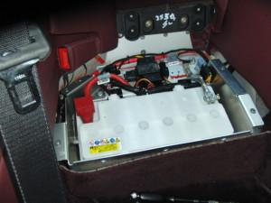 アストンマーチンDB9 バッテリー交換